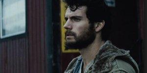 Clark con cara de estar a punto de empezar a pensar en su pasado.